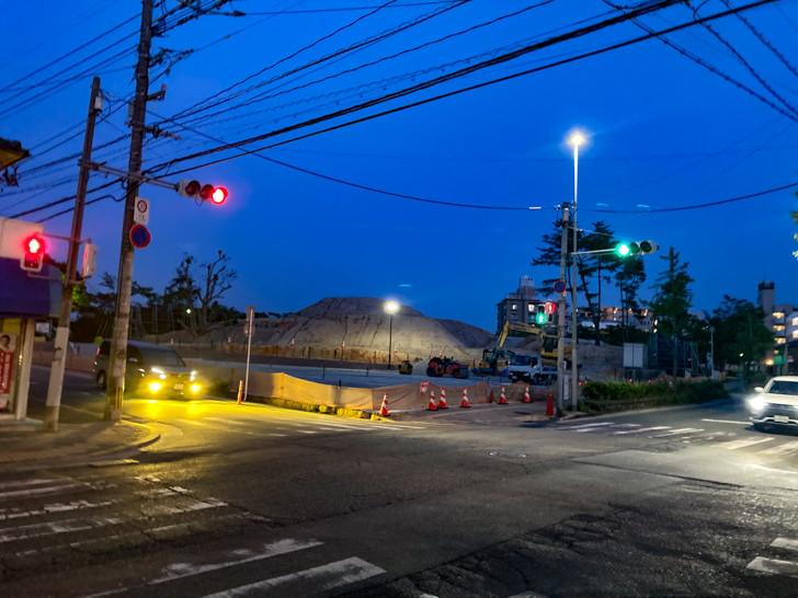 【長住4丁目】団地と、商店が立ち並ぶ落ち着いた通り【散歩レポート】 長住公園(大型工事中)