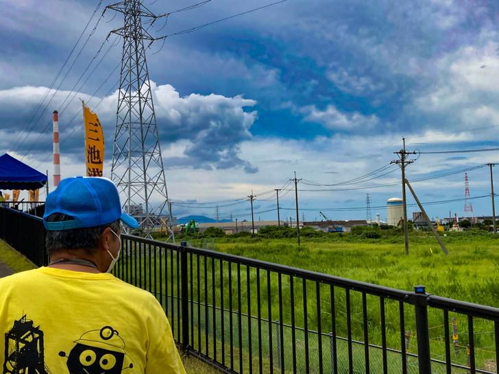 「三池港展望所」で、大牟田が「炭鉱の町」と言われる由縁を知った【団琢磨の偉業】 軽く説明を受けながら高台を昇る